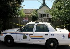 1 in custody after 25-year-old man found dead in Courtenay