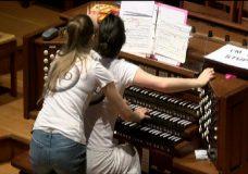 Pipe organ duo bring pop tunes, stiletto heels to St. Andrews Presbyterian Church