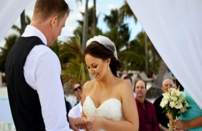 Victoria bride launches class-action against Air Transat for ruining wedding