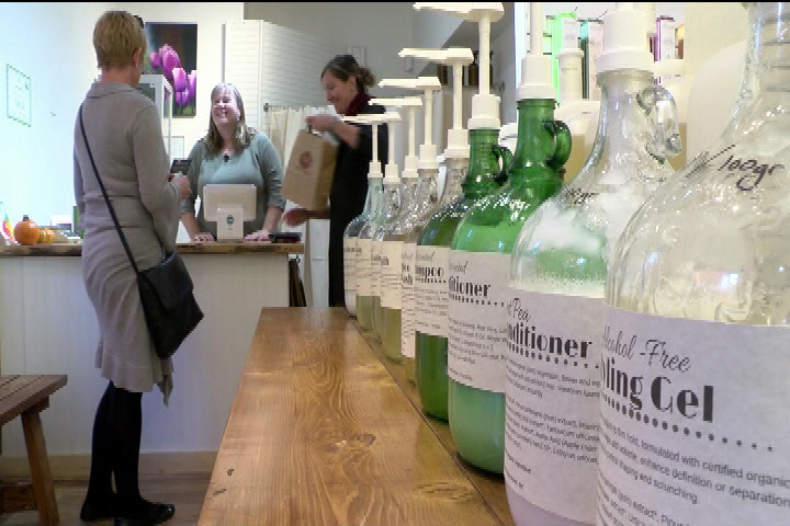 Zero-waste store opens in Victoria as city considers plastic bag ban