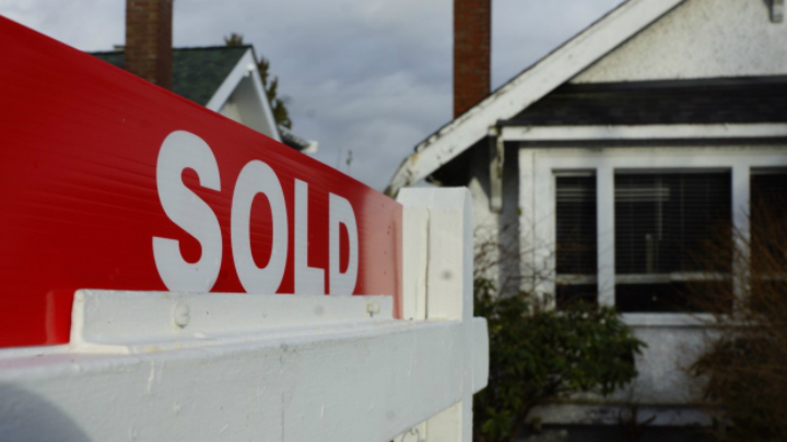 Average home price in Victoria surpasses $900,000 for first time