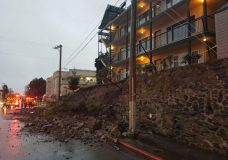 Retaining wall collapses, traffic disrupted on Oak Bay Avenue