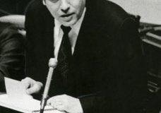 Former BC Premier Dave Barrett dies, aged 87