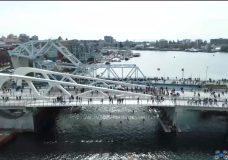 Thousands cross over Victoria's new Johnson Street Bridge on opening day