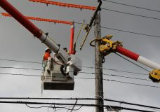 BC Hydro crews replace a wooden pole. Credit: BC Hydro.
