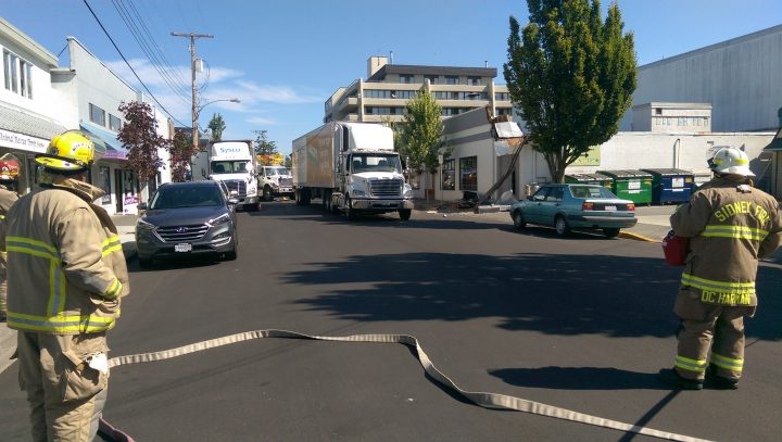Update: Semi pulls down electric wires, causes damage to Sidney building