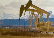 Observers see rays of hope for 2021 in Canada's gloomy oil and gas sector