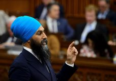 Jagmeet Singh says NDP would tackle Canada's deficit through taxing the 'ultra rich'