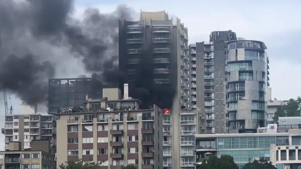 Large apartment fire in Vancouver's West End contained, no injuries
