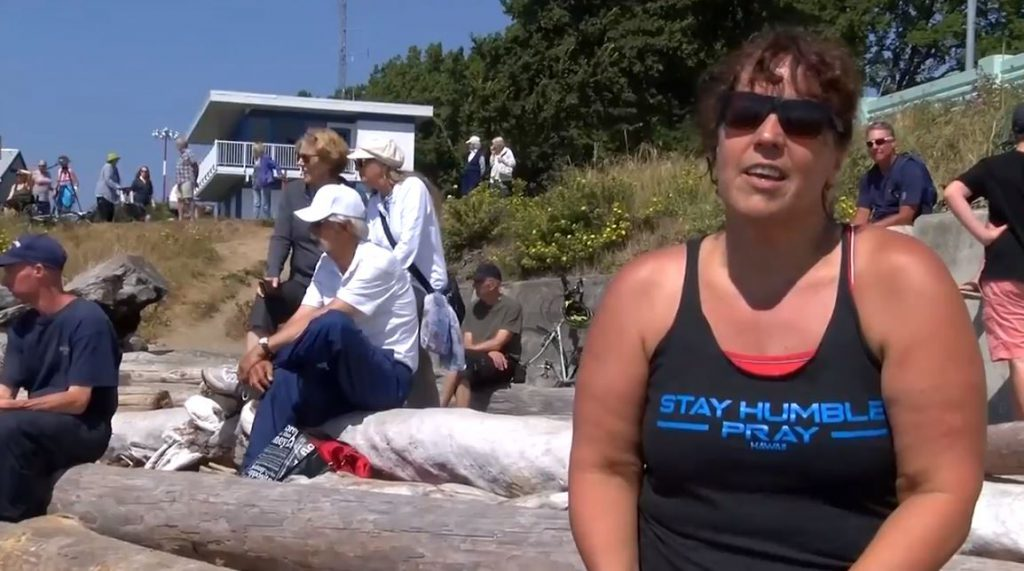 Victoria marathon swimmer challenges council to swim in ocean to highlight Crystal Pool delay