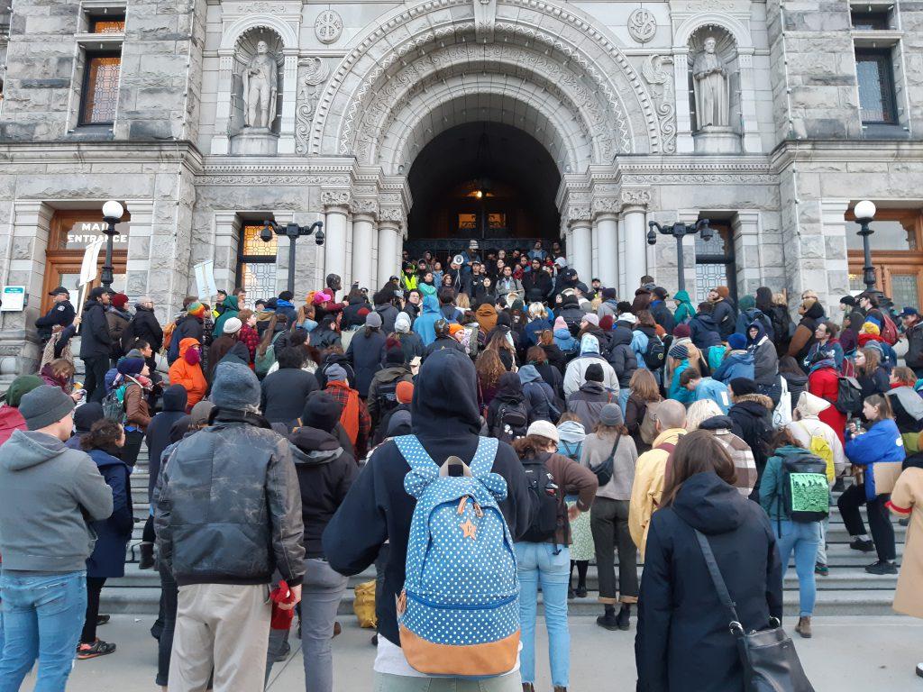 Supporters of Wet'suwet'en hereditary chiefs and Tyendinaga Mohawks occupy steps B.C. legislature