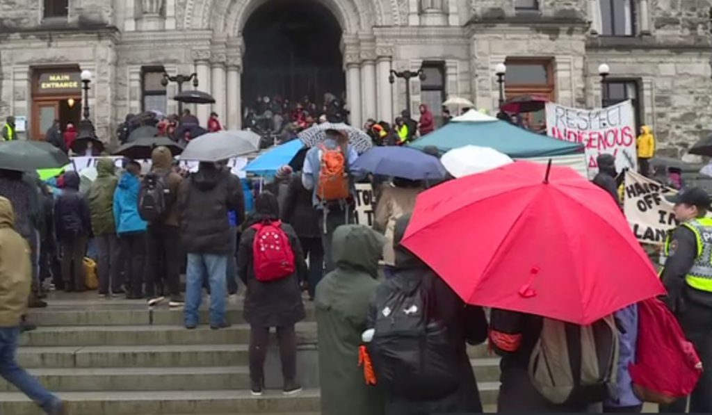 Protesters take to B.C. Legislature over Northern B.C. pipeline dispute