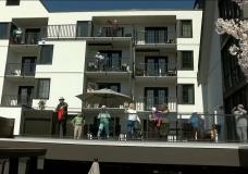 CHEK Upside: Seniors dance on their balconies in Qualicum Beach during COVID-19