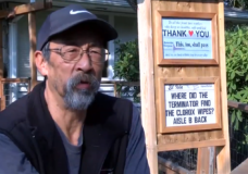 CHEK Upside: Oak Bay man spreads joy in his neighbourhood one sign at a time