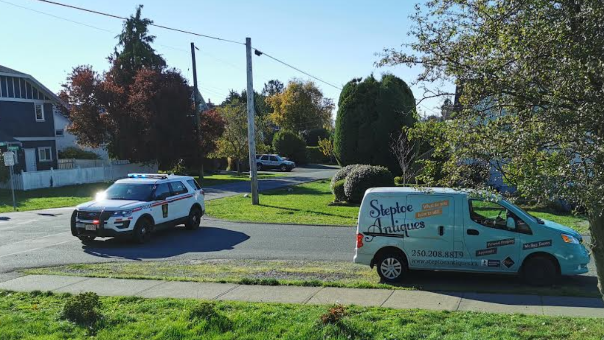 Saanich neighbourhood briefly evacuated after WWII-era bomb discovered inside home