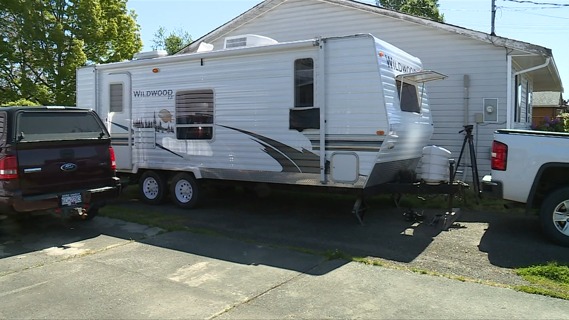 Man with hatchet breaks into RV in Courtenay, holds off police for three hours