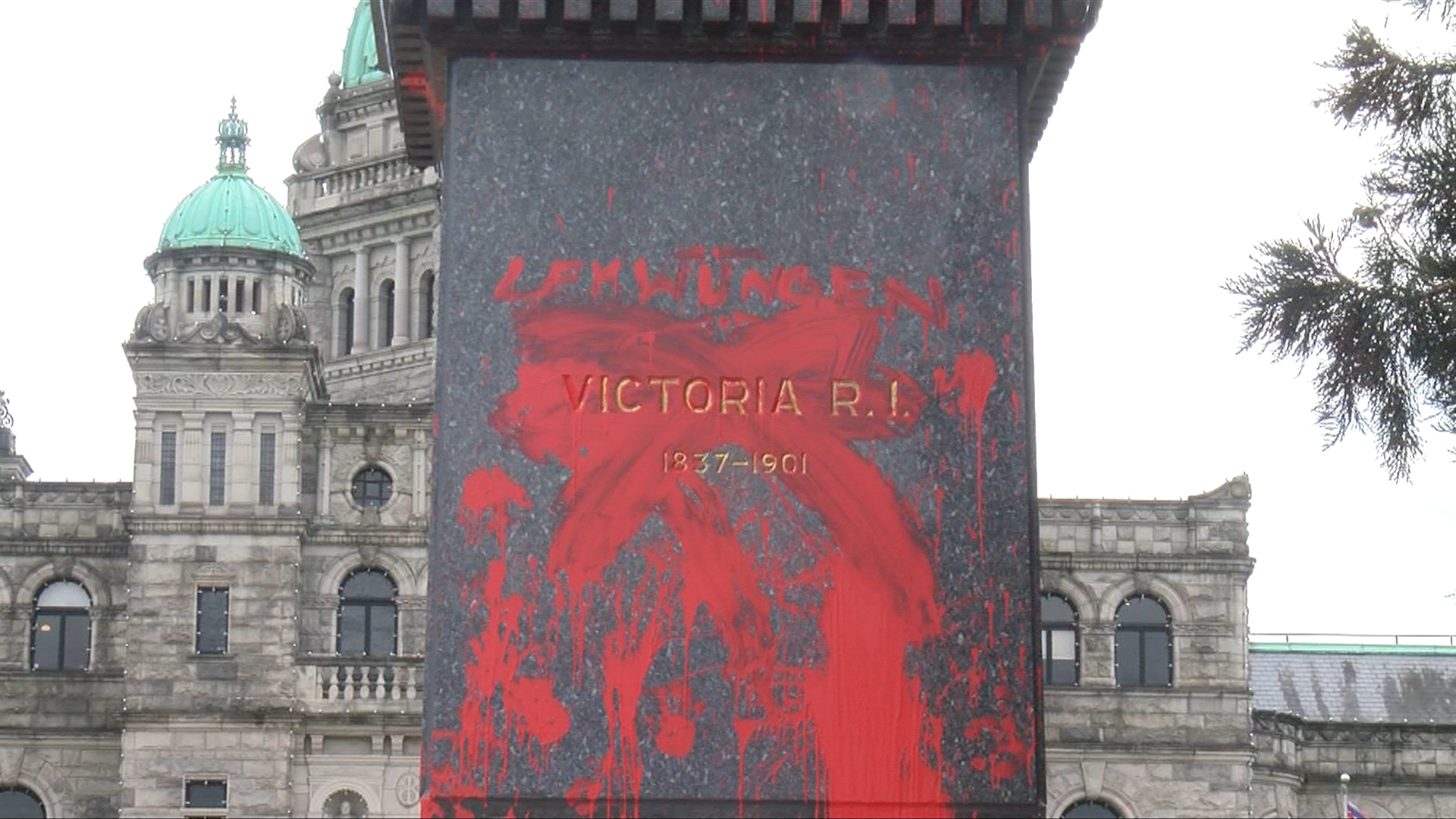 Vandalization of Queen Victoria statue likely done to highlight Canada's colonial past: UVic professor