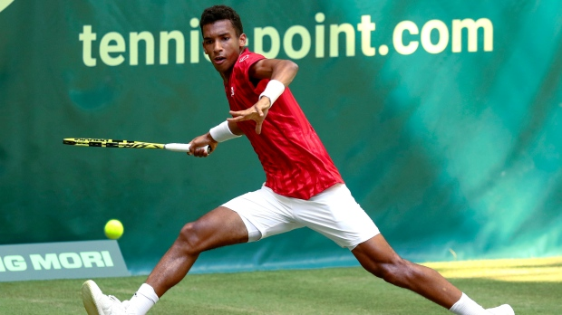 Canadian Felix Auger Aliassime upsets Roger Federer in second round of Noventi Open