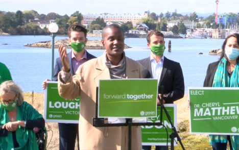 Green Party leader makes last-minute stop in Victoria ahead of federal election