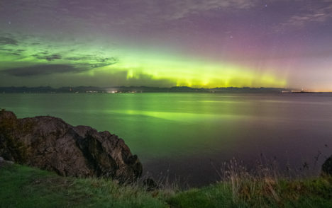 Monday night lights: Photographer captures stunning northern lights in Nanaimo