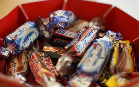 Poll suggests Canadians remain reluctant to hand out Halloween candy due to pandemic
